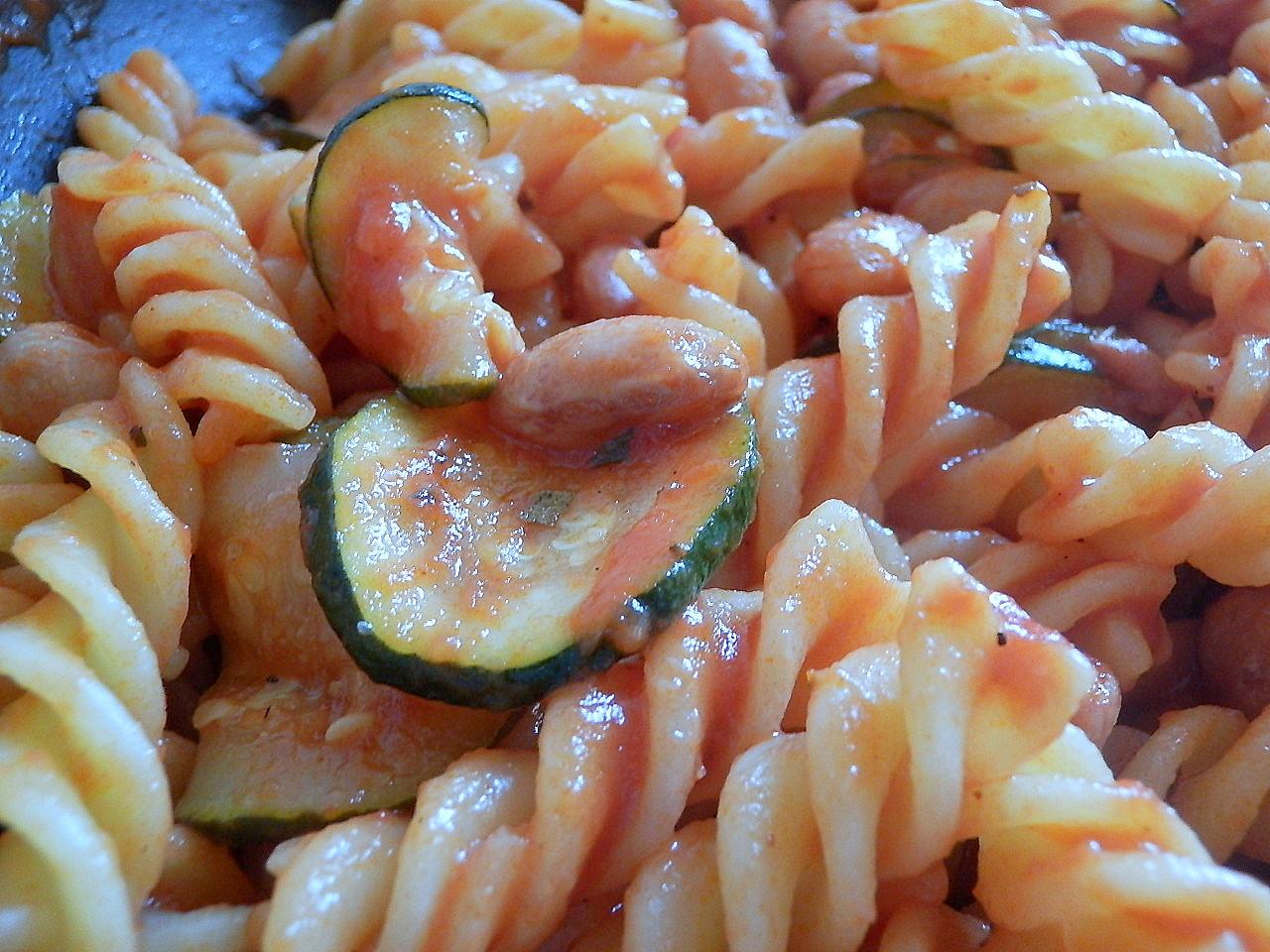 Pasta zucchine e fagioli borlotti